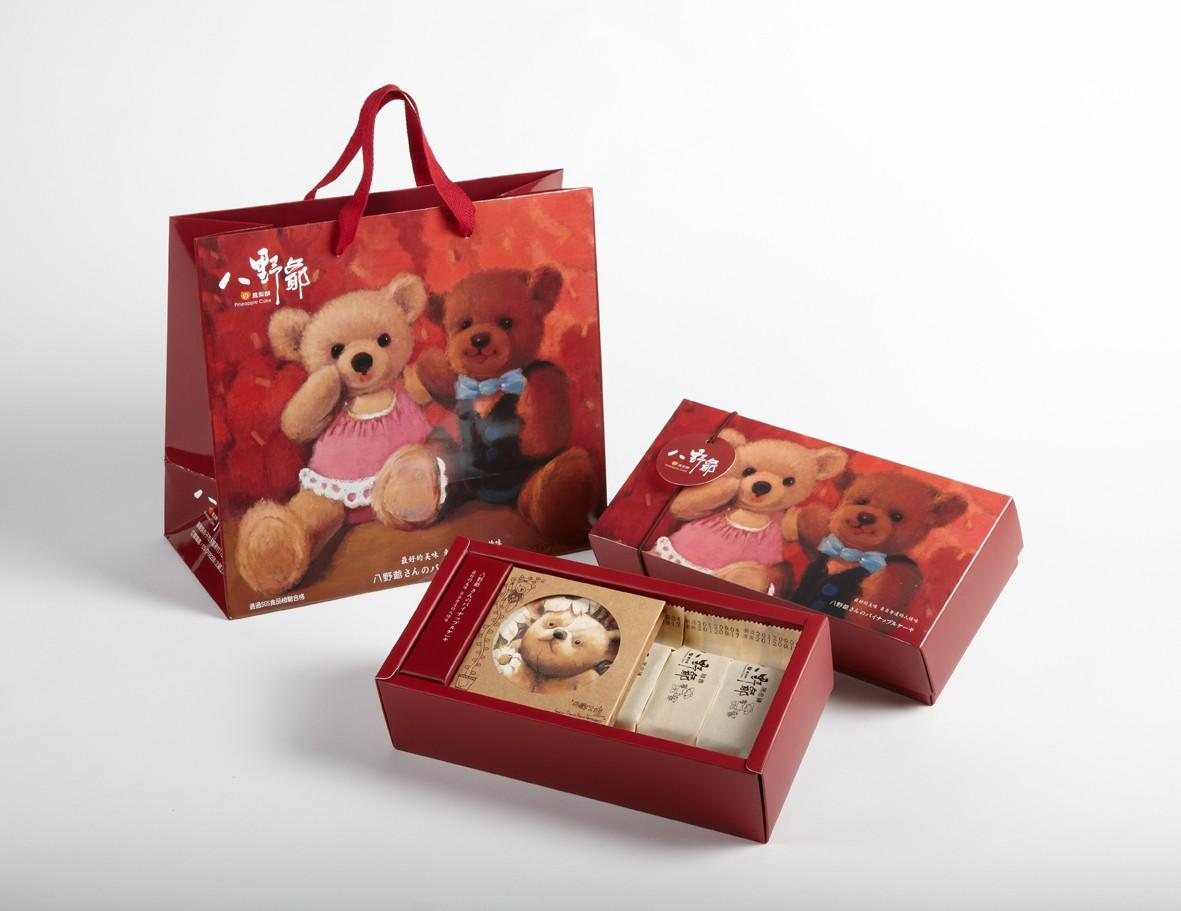 綜合口味鳳梨酥禮盒包裝與小熊杯墊組(玫瑰口味暫不提供)